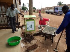Busia, Uganda - Installation öffentlicher Mistkübel
